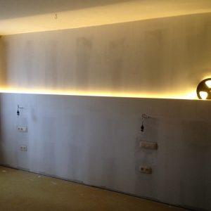Indirecte verlichting slaapkamer bed achterwand
