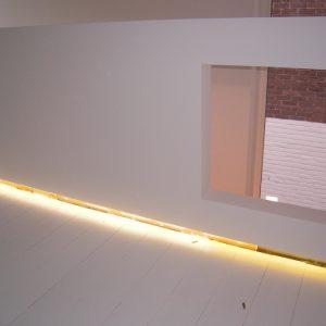 Indirecte verlichting trapleuning