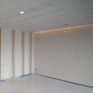 plafond met indirecte verlichting